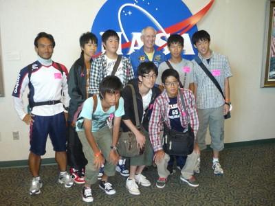 110822宇宙飛行士と記念撮影�@.JPG