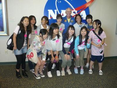 110822宇宙飛行士と記念撮影�A.JPG