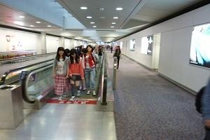 香港国際空港の動く歩道.jpg